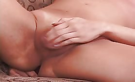 Solo transsexual Dildoing Her Dirty Ass On The Couch